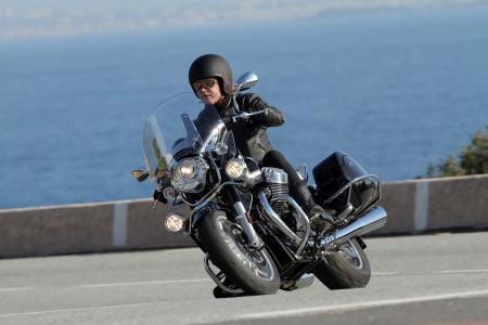 2013-moto-guzzi-california-1400-touring-action-27