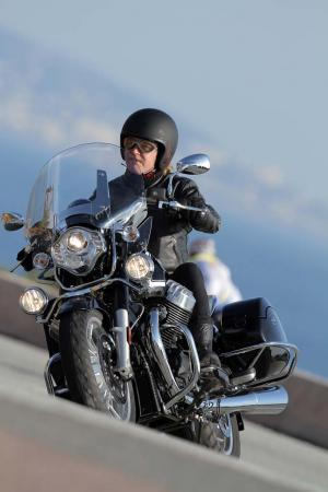 2013-moto-guzzi-california-1400-touring-action-28