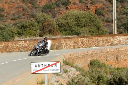 2013-moto-guzzi-california-1400-touring-action-35
