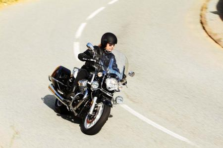 2013-moto-guzzi-california-1400-touring-action-38