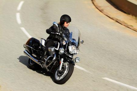 2013-moto-guzzi-california-1400-touring-action-39