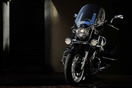 2013-moto-guzzi-california-1400-touring-front-lighting-02