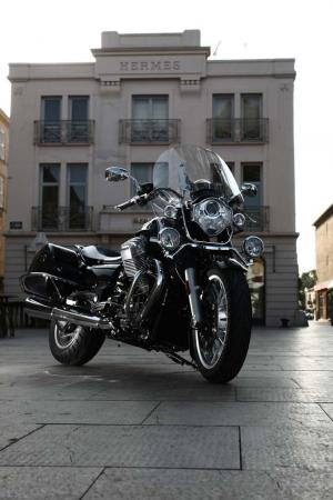 2013-moto-guzzi-california-1400-touring-static-10