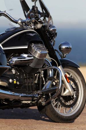 2013-moto-guzzi-california-1400-touring-static-12