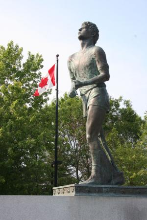Terry-Fox-Memorial-Thunder-Bay