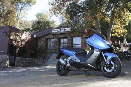 2013-bmw-c600-sport-23-static-right