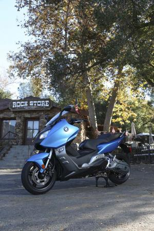 2013-bmw-c600-sport-33-static-left
