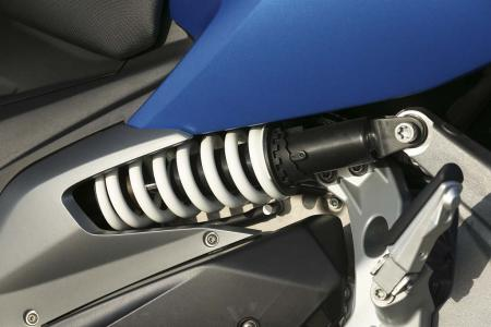 2013-bmw-c600-sport-38-rear-suspension