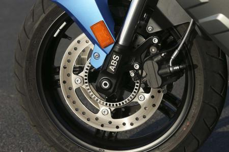 2013-bmw-c600-sport-40-front-wheel-left