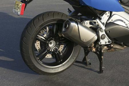 2013-bmw-c600-sport-43-rear-wheel-exhaust