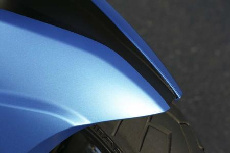 2013-bmw-c600-sport-46-front-fender-right