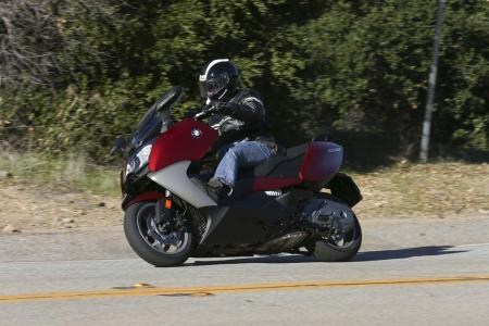 2013-bmw-c650-gt-02-action