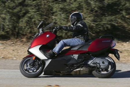 2013-bmw-c650-gt-06-action