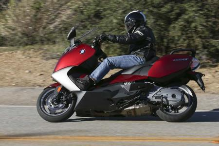 2013-bmw-c650-gt-07-action
