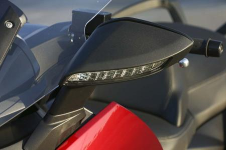2013-bmw-c650-gt-14-mirror-turn-signal
