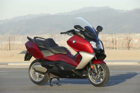 2013-bmw-c650-gt-17-static-right