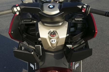 2013-bmw-c650-gt-22-fairing-storage