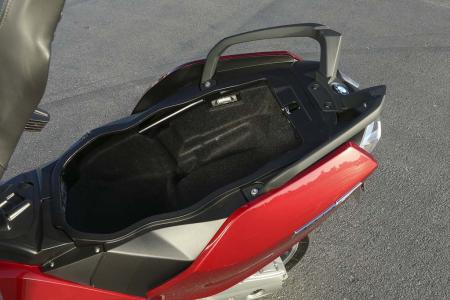 2013-bmw-c650-gt-23-underseat-storage