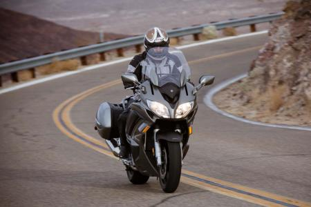 2013-yamaha-fjr1300a-19-action