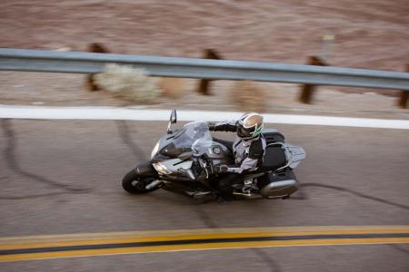 2013-yamaha-fjr1300a-20-action