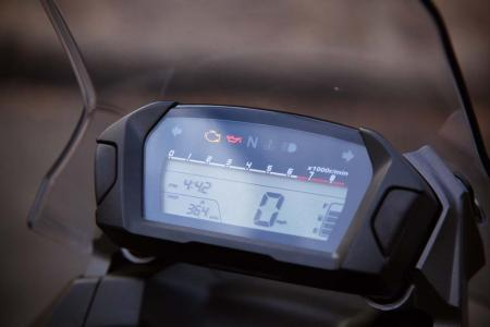 2012-honda-nc700x-11-display