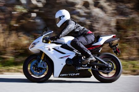 2012 Triumph Daytona 675R Action Left