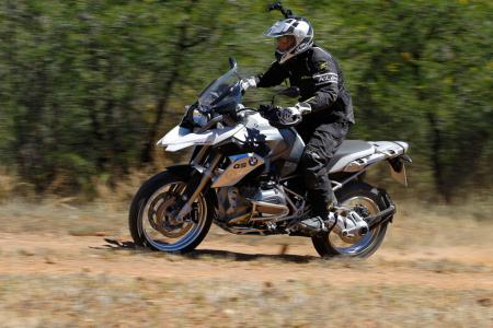 2013-BMW-R1200GS-Action-Dirt-Left