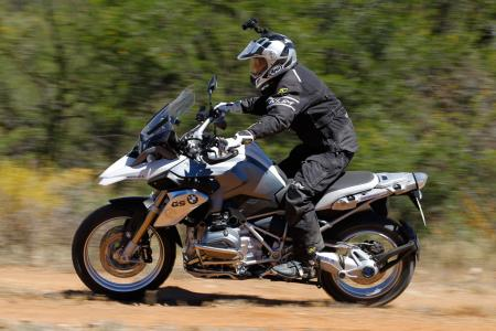 2013-BMW-R1200GS-Action-Dirt-Standing