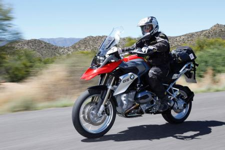 2013-BMW-R1200GS-Action-Street-Front-Left-03