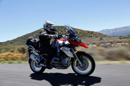 2013-BMW-R1200GS-Action-Street-Front-Right-05