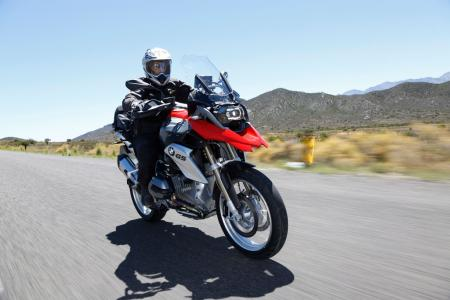 2013-BMW-R1200GS-Action-Street-Front-Right