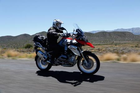 2013-BMW-R1200GS-Action-Street-Right