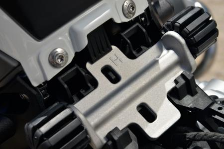 2013-BMW-R1200GS-Detail-08
