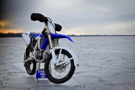 motorcycle-com-goes-ice-racing-18