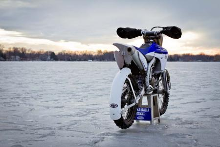 motorcycle-com-goes-ice-racing-19