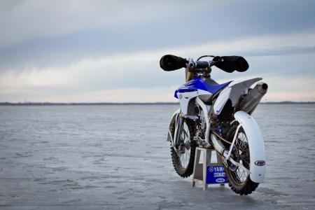 motorcycle-com-goes-ice-racing-21