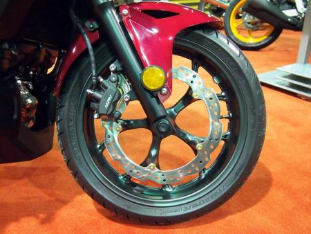 2014-honda-ctx600-front-wheel