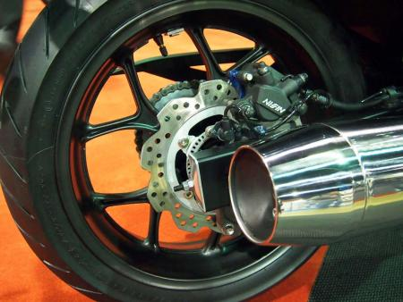 2014-honda-ctx600-rear-wheel-P2081397