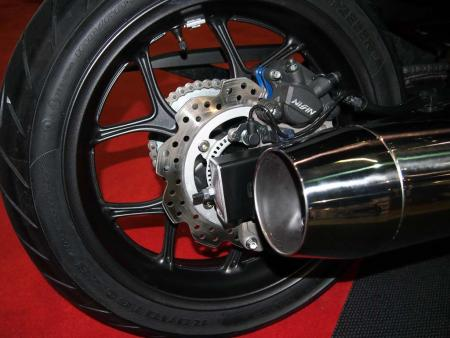 2014-honda-ctx600-rear-wheel-P2081398
