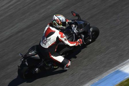 2013_Aprilia_RSV4R_APRC_ABS_TOR_Estoril (5)