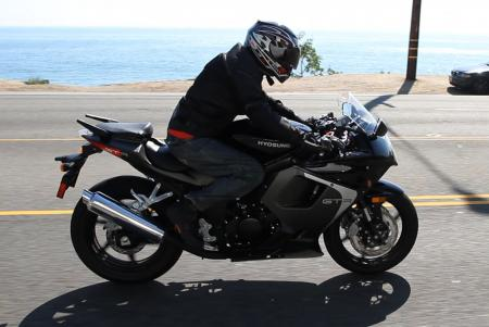 2013 Hyosung GT250R Action Right