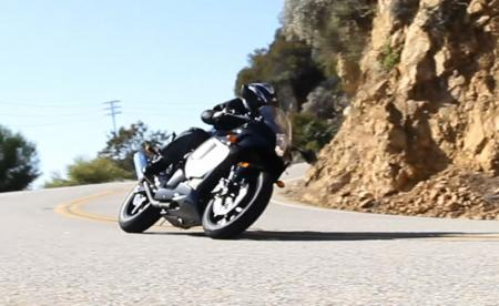 2013 Hyosung GT250R Action Cornering