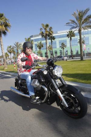 2013-moto-guzzi-california-1400-custom-action-14