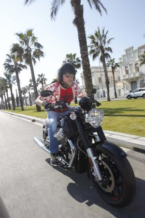 2013-moto-guzzi-california-1400-custom-action-15