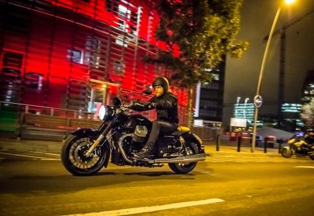 2013-moto-guzzi-california-1400-custom-action-night-left-17