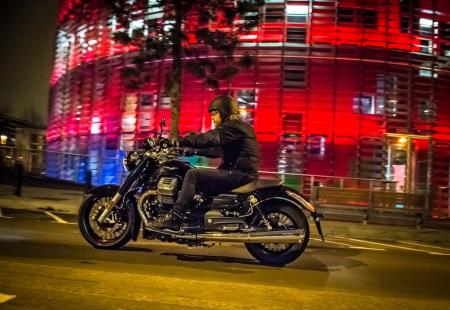 2013-moto-guzzi-california-1400-custom-action-night-left-19