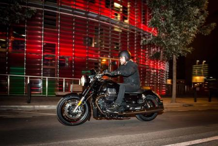 2013-moto-guzzi-california-1400-custom-action-night-left-20