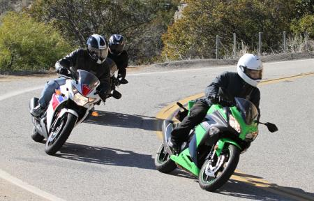 2013 250 Sportbike Shootout Group Action 07