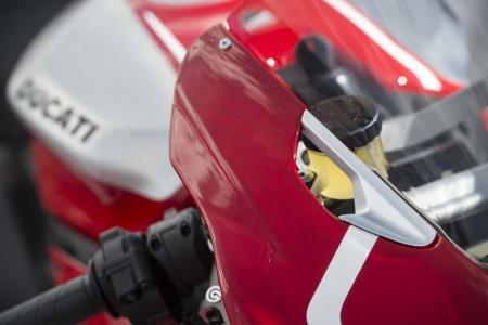 _4MC1796-2013-ducati-1199-panigale-r-windscreen-detail
