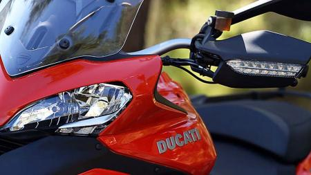 pic2-2013-ducati-multistrada-s-touring-headlight-turn-signal